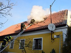 Požár rodinného domu ve Zvíroticích na Příbramsku.