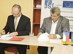Podepsání dohody se zúčastnili zástupci města Příbram i Středočeského kraje.