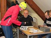 Vzhledem k náročným podmínkám při závodu bylo nutné se řádně připravit a po doběhu se zahřát. Vyhlášení výsledků začalo až po doběhu posledního účastníka.