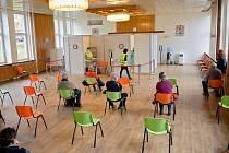Kulturní dům Josefa Suka v Sedlčanech slouží aktuálně jako očkovací a testovací centrum.