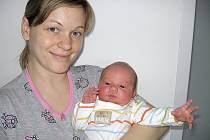 Adam Peteřík, synek maminky Veroniky a tatínka Jaroslava ze Žežic, se prvně rozhlédl po světě v pátek 23. ledna, vážil 3,68 kg a měřil 50 cm. Vyrůstat bude se čtyřapůlletou sestřičkou Nellou.