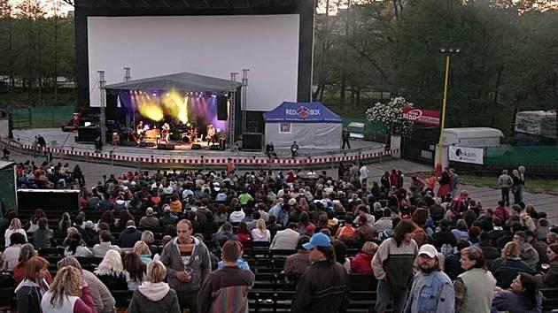 Příbramské letní kino v době, kdy ještě hostilo velké kapely.