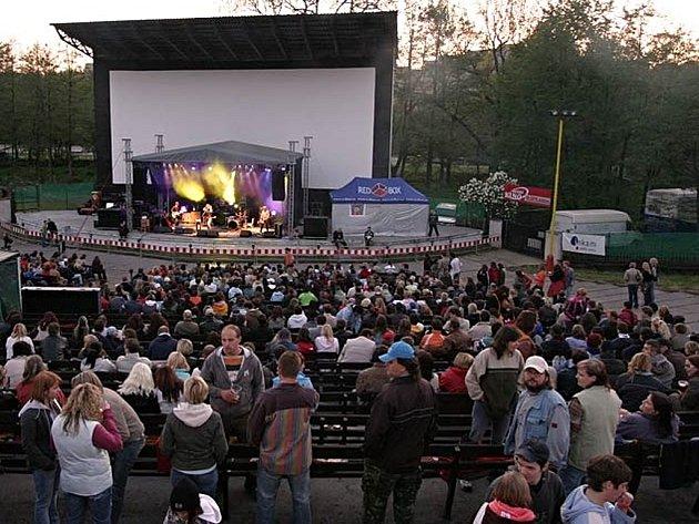 Příbramské letní kino vdobě, kdy ještě hostilo velké kapely.