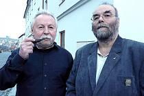 ZÁLIBA v dýmkách spojuje Zdeňka Kláska z Milevska (vlevo) a Jakuba Rolčíka z Prahy. Oba jsou členové klubu PC Dýmka.
