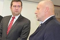 Předseda poslanecké sněmovny Jan Hamáček s ředitelem příbramské nemocnice Stanislavem Holobradou.
