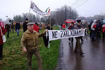 Protest proti radaru loni v obci Míšov.