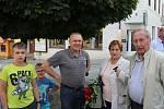V pátek večer se několik desítek lidí sešlo na Václavském náměstí v Příbrami, aby si připomnělo justiční vraždu Milady Horákové.