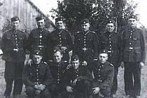 Členové Sboru dobrovolných hasiči v Pňovicích, který byl založen v roce 1889.