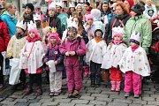 Tříkrálový průvod v Příbrami vždy zahajuje charitativní sbírku a tradičně je o něj velký zájem.