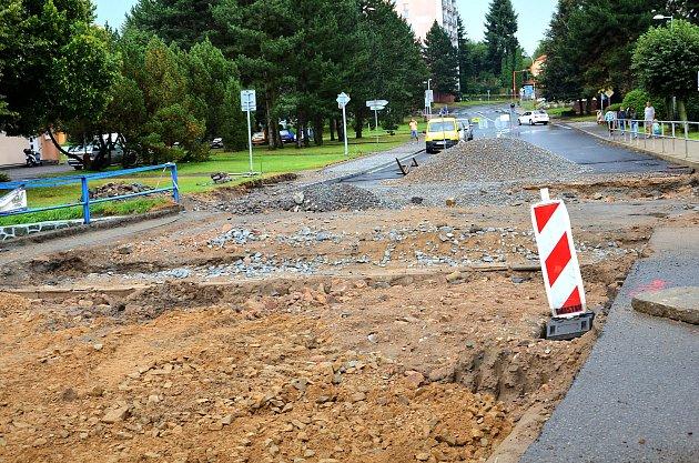 Oprava hlavního tahu vBřeznici koncem srpna 2016.