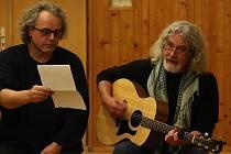 Do online prostoru se se svým představením Muži z Hauzu přesunuli i Libor Michvocík (vlevo) a Petr Vašina.