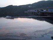V sobotu 6. května v podvečerních hodinách došlo nedaleko obce Bohostice při neopatrné manipulaci s lodí k úniku ropných látek na hladinu Orlické přehrady.