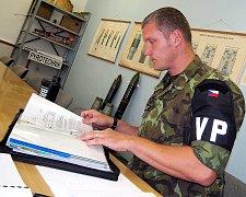 Tomáš Strnad, důstojník pyrotechnického pracoviště Jince, Velitelství Vojenské policie Tábor, které sídlí ve Velcí.