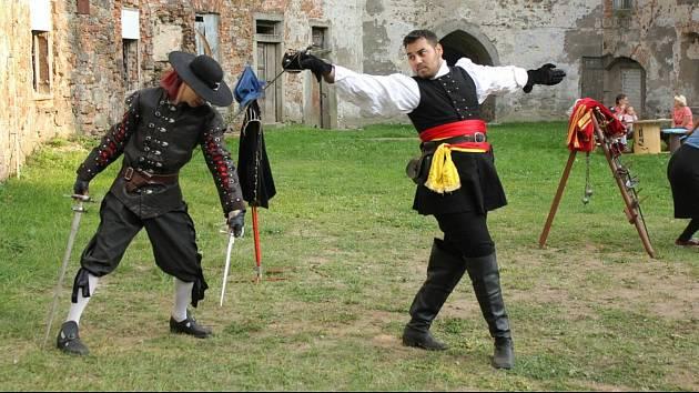 Na zámku v Rožmitále pod Třemšínem se konají i šermířská vystoupení.
