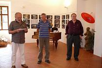 Zahájení výstavy - uprostřed Petr Gryc, vpravo Antonín Hübschmann.