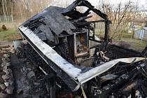 Požárem zničená chata v Příbrami.
