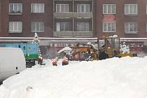 Úklid sněhu na náměstí 17. listopadu