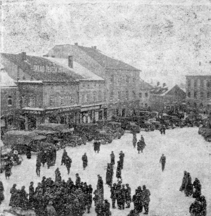 Příslušníci hitlerovských jednotek z 13. norimberského armádního sboru na náměstí T. G. Masaryka v Příbrami 15. března 1939 mezi 13. a 14. hodinou.