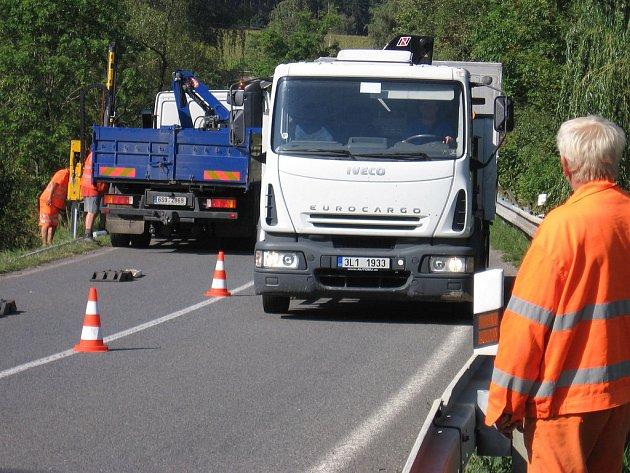 Oprava svodidel mezi obcemi Obory a Dublovice