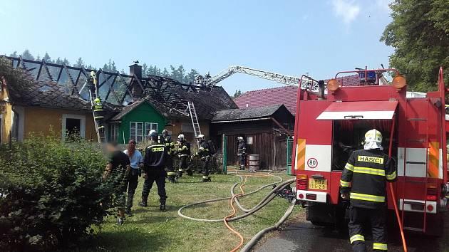 Požár chalupy v Drahenicích.