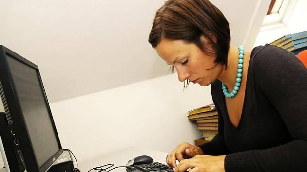 Lucie Chlebnová odpovídala v redakci Příbramského deníku na dotazy čtenářů on-line.