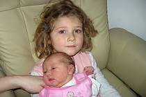 Čtyřletá Barborka má velkou radost ze sestřičky Kateřiny Lavičkové. Ta se mamince Lence a tatínkovi Antonínovi z Lázu narodila ve středu 18. prosince a v ten den vážila 3,40 kg a měřila 50 cm.