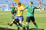 Fotbalisté Fastavu Zlín (ve žlutém) v důležitém zápase bojů o záchranu ve 28. kole v sobotu hostili poslední Příbram. Na snímku Poznar.