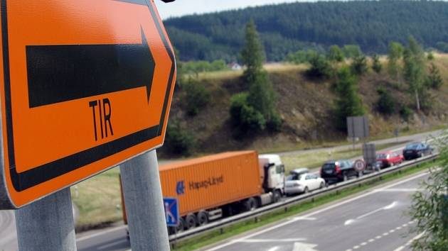 Dopravu na rychlostní silnici R4 komplikuje oprava vozovky