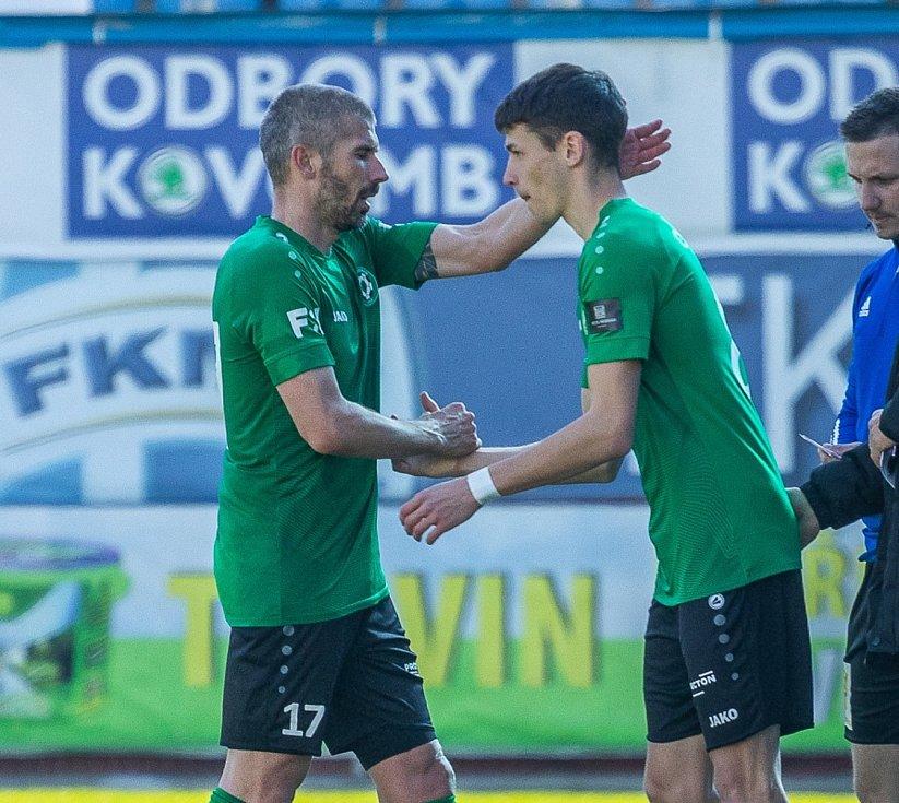 Příbramský teenager Josef Obdržal (vpravo).