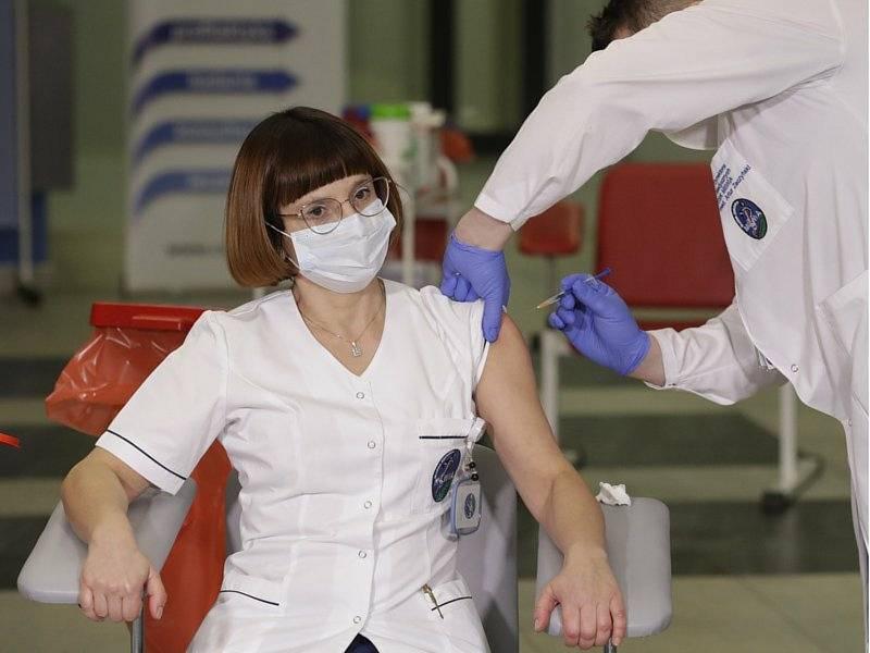Očkování zdravotníků proti koronaviru. Ilustrační foto.