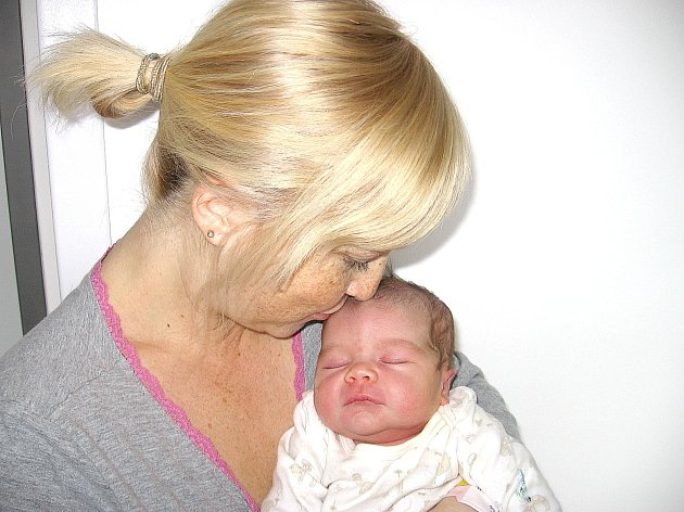 V neděli 1. června maminka Markéta a tatínek František z Příbrami poprvé sevřeli v náručí své první štěstíčko – dcerku Aničku Lédlovou, která v ten den vážila 3,15 kg a měřila 51 cm.