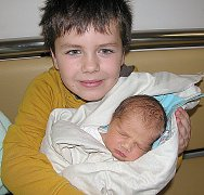 DEVÍTILETÝ Matěj z Příbrami má velkou radost z brášky Bartoloměje Palečka. Ten se mamince Natalii a tatínkovi Milanovi narodil v úterý 22. listopadu, vážil 3,39 kg a měřil 49 cm.