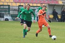 Peter Kleščík v dresu Příbrami (vlevo) během podzimního domácího zápasu s Mladou Boleslaví.