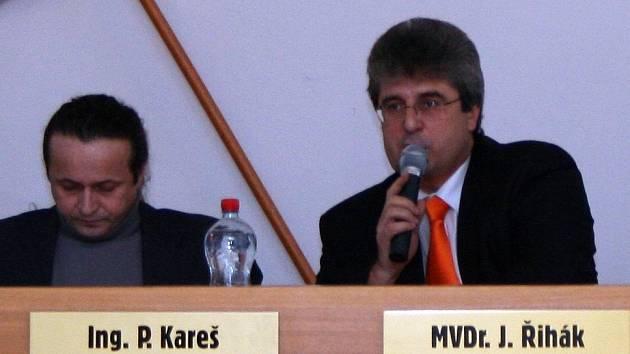 Místostarosta Petr Kareš zatím o složení funkce neuvažuje, k čemuž ho v reakci na vzniklou situaci vyzval starosta Josef Řihák