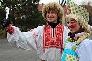 V Mokrovratech se sešly maškary na koledu a zahájily své tradiční reje a taškařice.