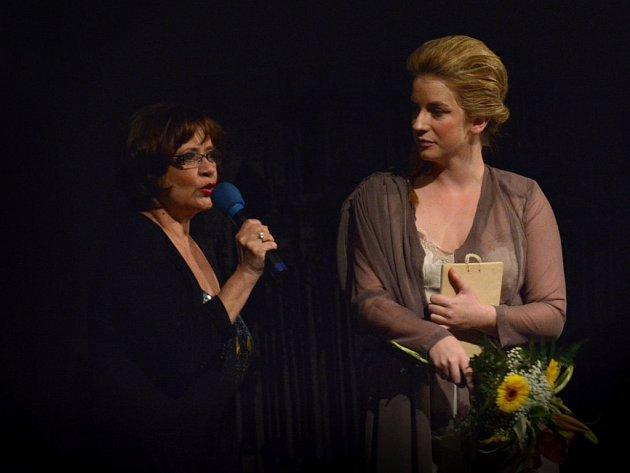 Nejoblíbenější herečkou příbramského divadla se za rok 2013 stala Anna Fixová.