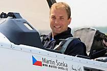 Letecký akrobat Martin Šonka.