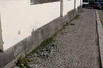 Osadní výbor chce pomocí fotografií zjistit původní vzhled dlažby a celkového okolí kolem březohorského kostela.