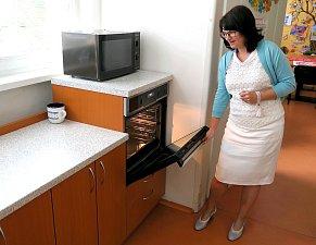 V nově upravené kuchyňce se mohou učit vařit i vozíčkáři