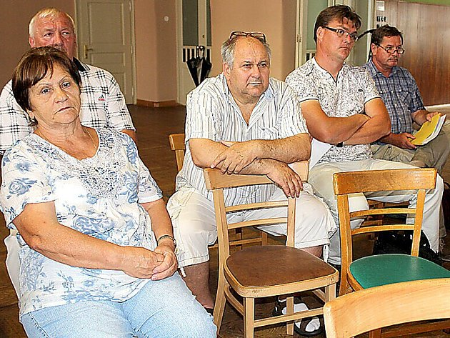 Úterní veřejné jednání v příbramské sokolovně k dokumentaci EIA ohledně záměru těžby kameniva z haldy č. 15 u Brodu.