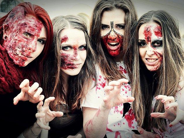 Simona Hrušová, Denisa Křivánková, Nikola Pozlerová a Lika Průšová (zleva) si daly práci s maskami ve stylu zombie.