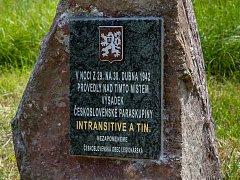 U chaty Václavky se objevil nový pomníček, který vznikl na počest československých paradesantních skupin INTRANSITIVE a TIN. Tyto skupiny v noci z 29. na 30. dubna v roce 1942 provedly výsadek poblíž Padrťských rybníků.