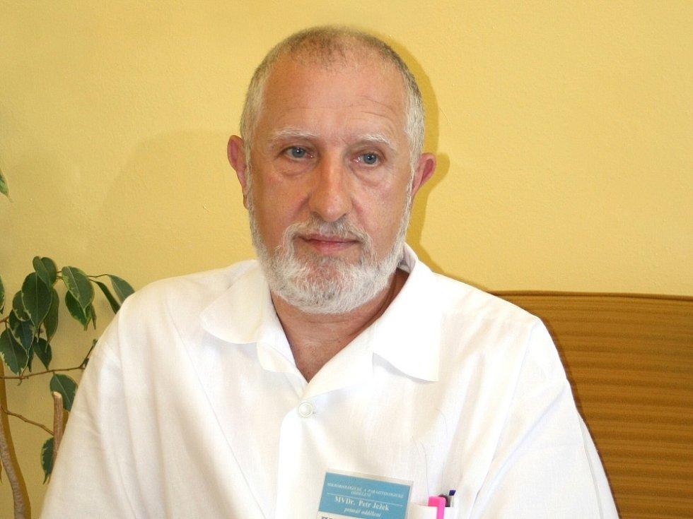 Mikrobiolog příbramské nemocnice Petr Ježek.