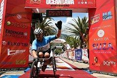 Jan Tománek v cíli triatlonu Ocean Lava Montenegro.
