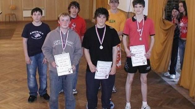 Účastníci závěrečného turnaje TOP 8 dorostu ve stolním tenise.