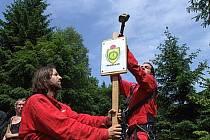 Greenpeace při vytyčování hranice fiktivního státu