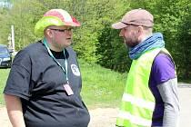 V Mníšku pod Brdy se konala část osmého ročníku soutěže záchranářů a zdravotníků SOS 2016 EXTREME. Ředitel soutěže Lukáš Tláskal (vlevo) s mluvčím Mníšku Milošem Navrátilem.