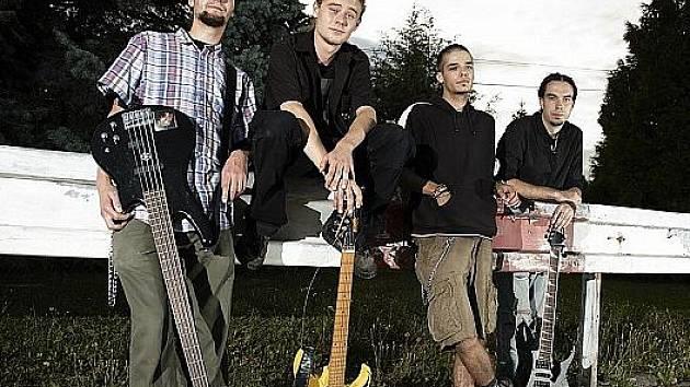 Strain-Through tvoří zleva Jirka, Tumis, Kady a Hanz.