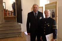 Ředitel Hornického muzea Příbram Josef Velfl spolu s ředitelem Slovenského banského múzea Jozefem Labudou na mezinárodní konferenci Vivat akadémia v Banské Štiavnici.