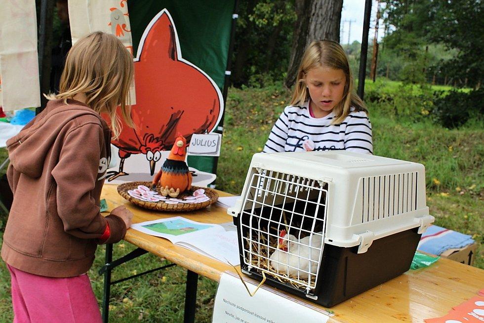 Den pro zvíře v lesoparku u Litavky v Příbrami.